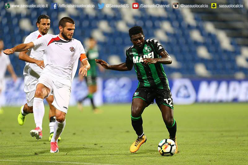 Powerful Alfred Duncan in midfield action in the Serie A
